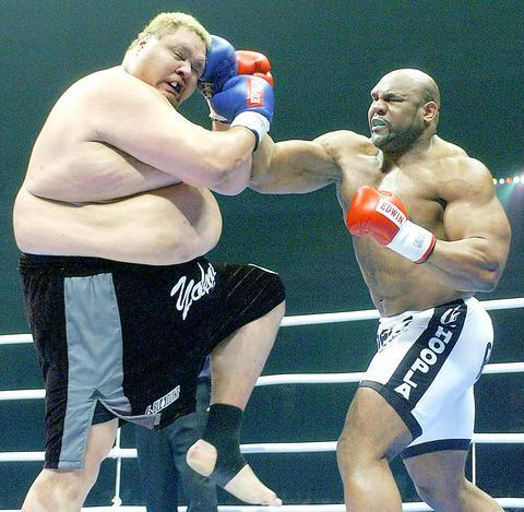Bob+Sapp+vs+Akebono.jpg