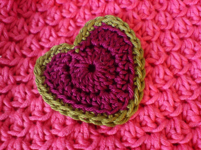 crochet patterns, how to crochet, hearts, hearts garlands, hearts bunting, hearts motifs,