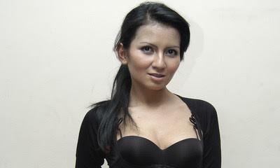 Foto2) Menikmati Kecantikan Tante Binal Janda Molek Five Vi