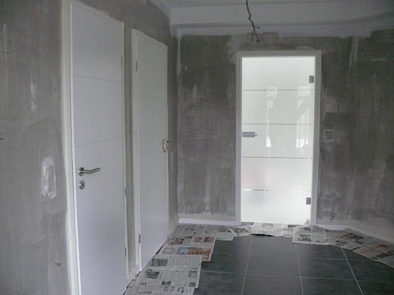 Vliestapete L?st Sich Beim Streichen : Baualarm bei Rina und Paddy: Haus-Urlaub Woche 1: Das Haus wird bunt