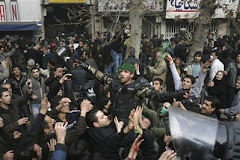 پیوستتن پلیس شورشی به مردم
