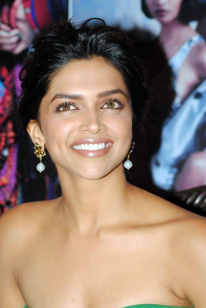 Bollywood actress Deepika Padukone hot cleavage stills ...