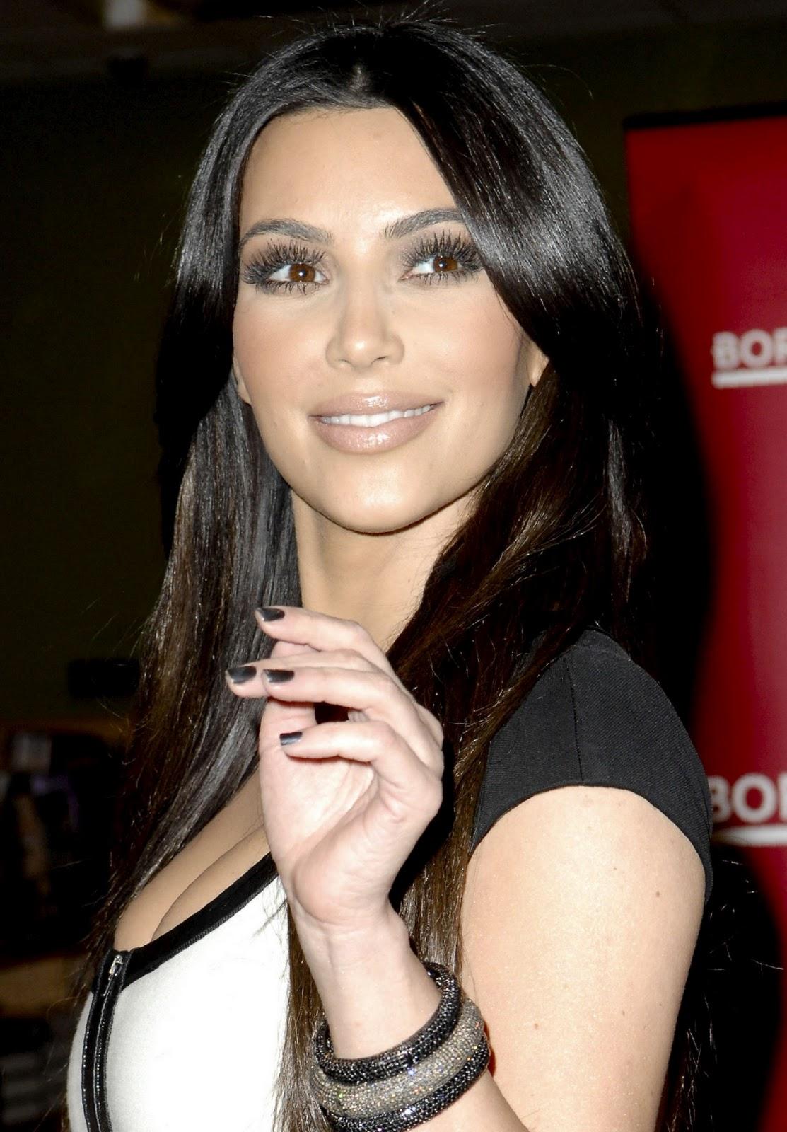 http://1.bp.blogspot.com/_0eYSn-vGnU8/TQZv1yu6TwI/AAAAAAAABMo/c9k22WYOUxw/s1600/kim_kardashian_nice_cleavage_10.jpg