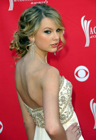 Updo hairstyles like Taylor Swift's – quick and easy!