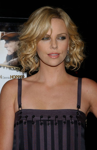 Celebrity hairstyles - haircuts: Jessica Simpson wavy hair