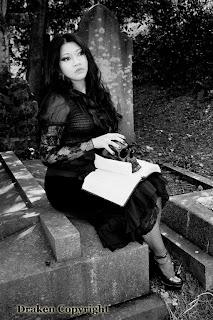 Vynx, gothic girl model