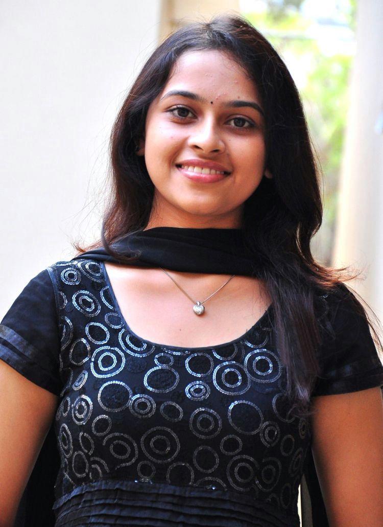 Manasara Actress Sri Divya Photos Stills