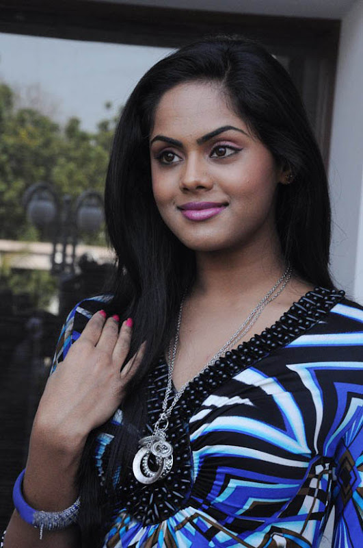 Photos Karthika at Ko Movie Press Meet sexy stills