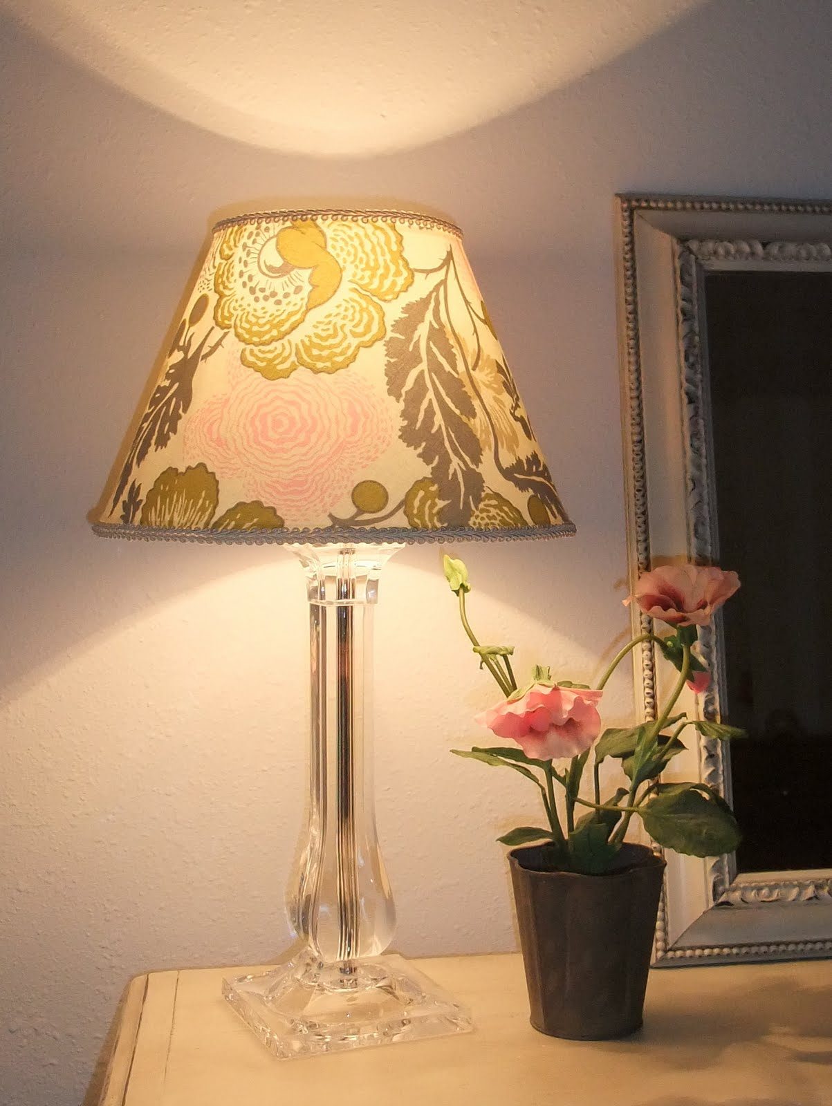 Just another hang up lamp shade redo for Redoing lamp shades
