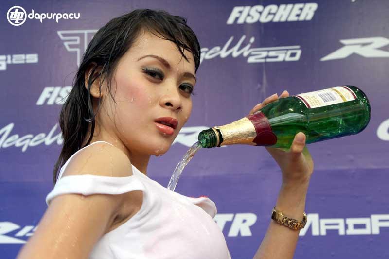 Banyak cara yang dilakukan peserta pameran di Pekan Raya Jakarta (PRJ ...