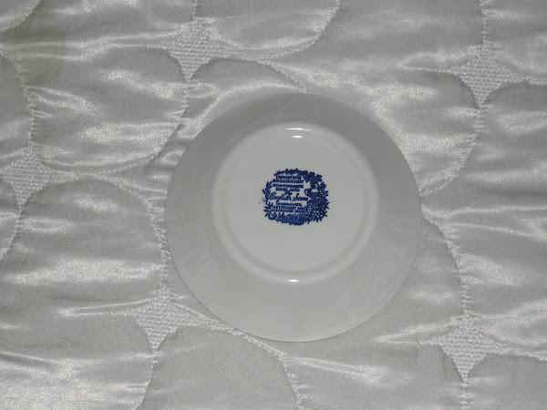 Ciotola  di fine porcellana inglese (dietro)