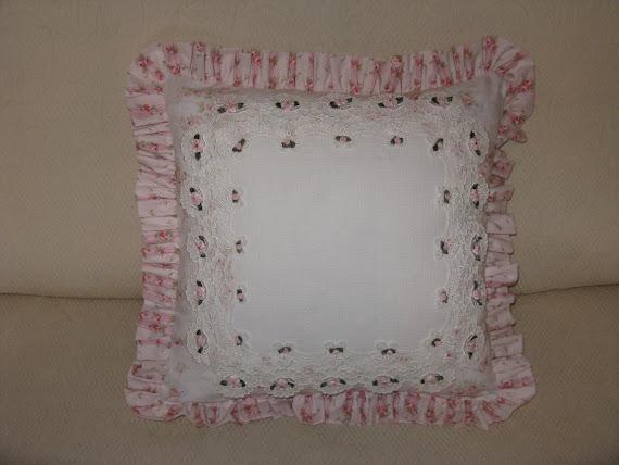 Cuscino vittoriano con tela aida centrale