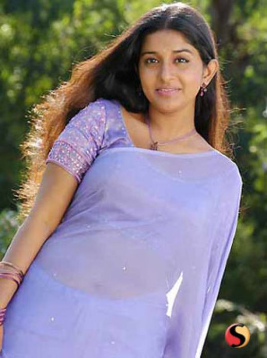 Meera Jasmine hot pics in Jeans and Tshirt and looks Sexy ...