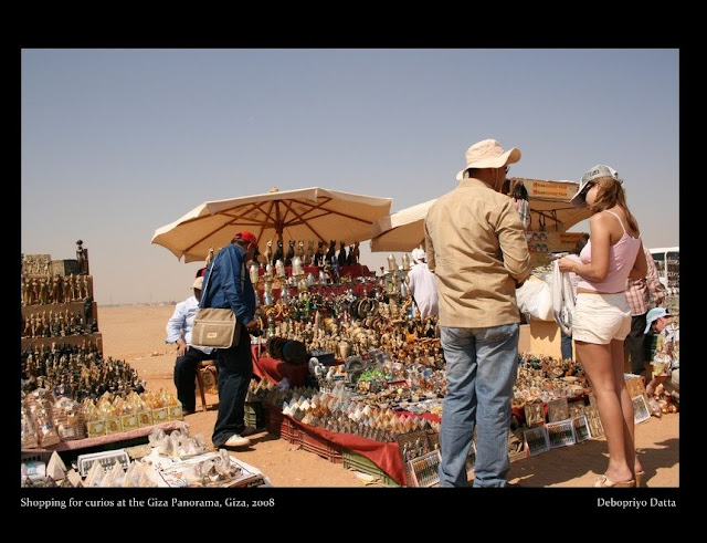 Curios at the Giza Panorama (a raised area about 2 km away on the Giza Plateau from where you get the best view of all the three pyramids)