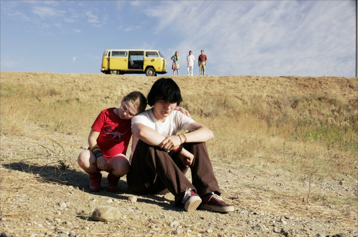 http://1.bp.blogspot.com/_0lkHFmksBHE/TGPnENjTigI/AAAAAAAACr4/pTwc-YdpDtg/s1600/little-miss-sunshine-2006-11-g.jpg.jpeg