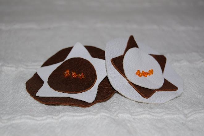 Brose din piele cu aplicatii de margele- 15 Ron bucata