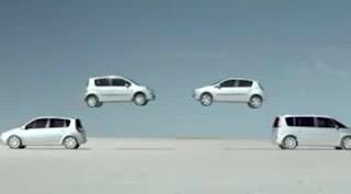 ...os carros voam um em direção ao outro...