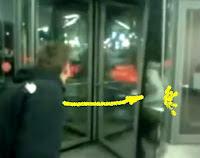 humor puerta giratoria