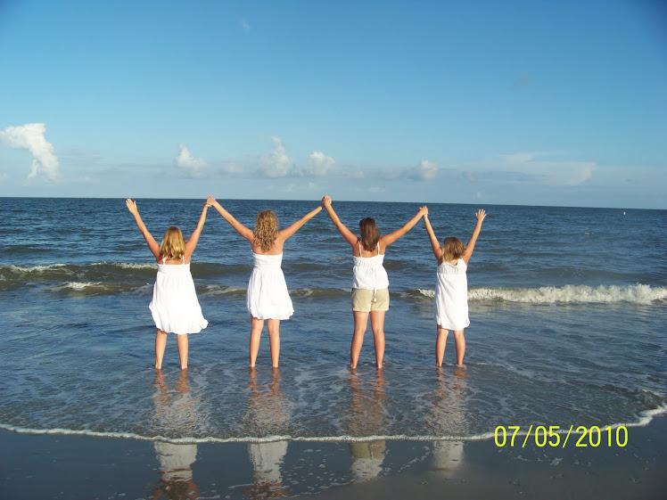 *Sisters!!!! ♥ :)