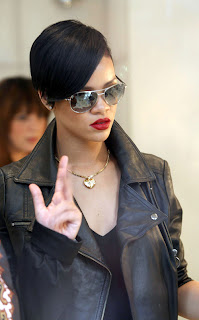 Female Celebrity Hair Style With Black Short Hair Cut With Image Rihanna's Short Hairstyle Gallery Picture 2