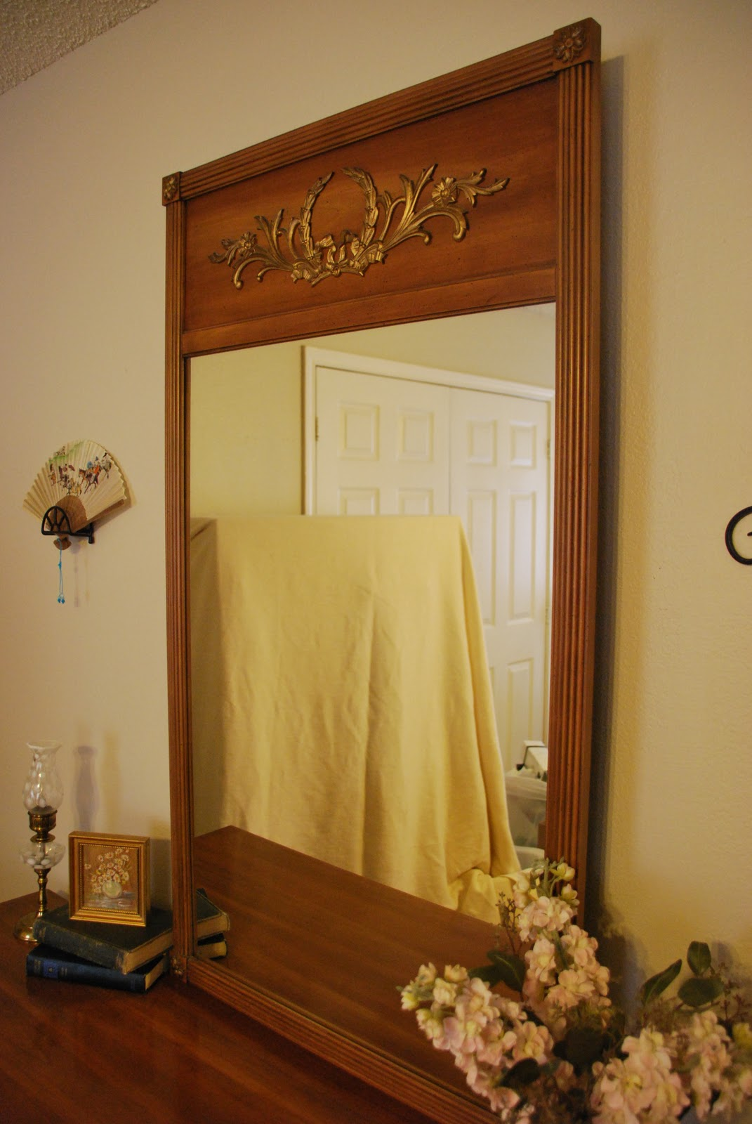 attached mirror in great condition