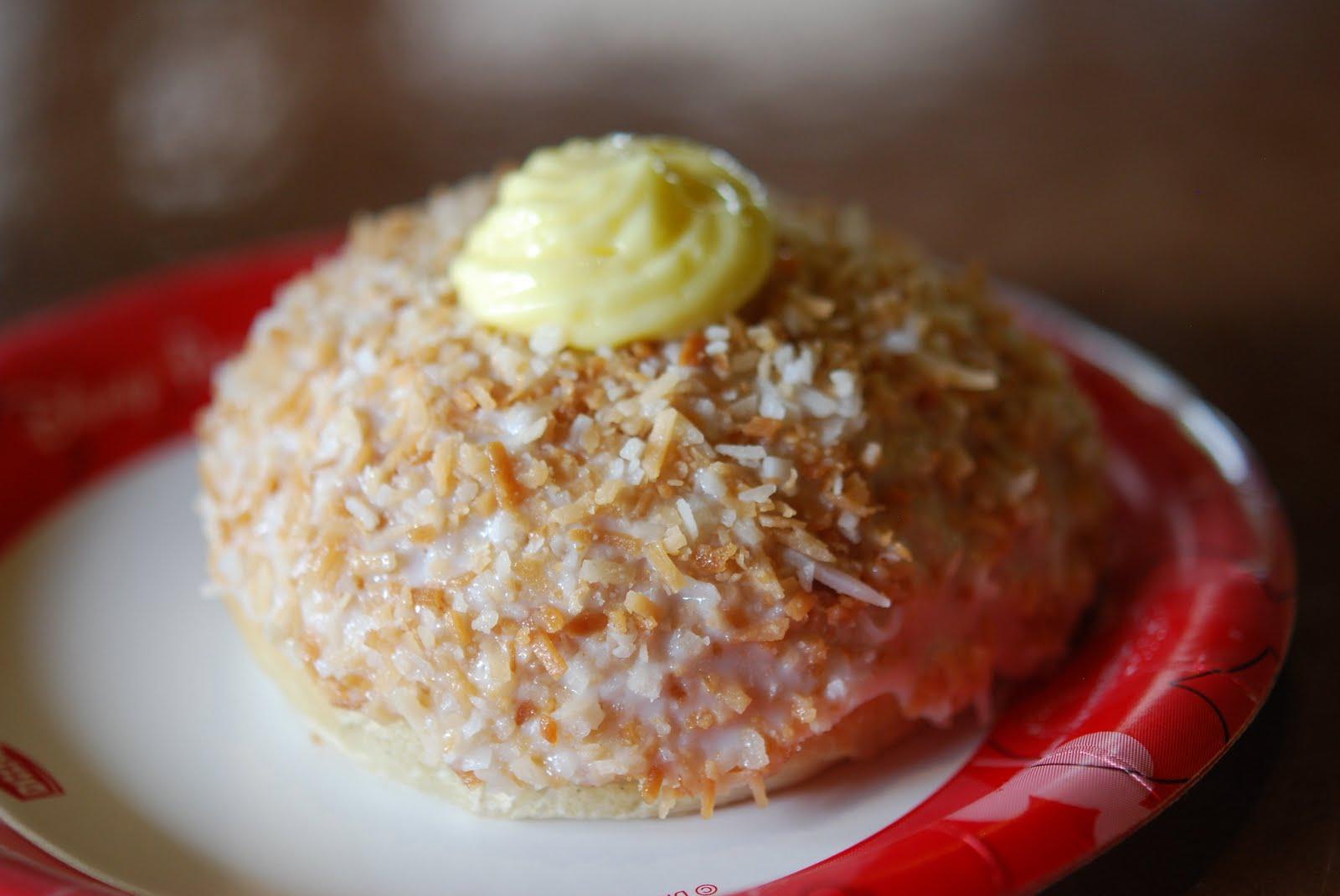 Epcot Kringla Bakery Cake With Strawberries