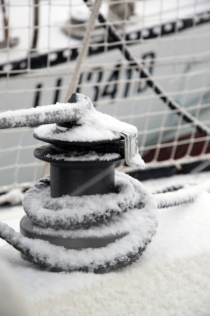 neve in barca a vela