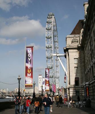 London Eye - Approaching the Ferris Wheel