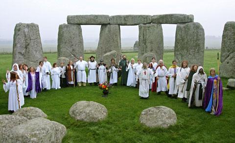 http://1.bp.blogspot.com/_0xZp8SZlSDc/TM3MkndVyVI/AAAAAAAAAOY/IFyhOOfBchM/s640/stonehenge480.jpg