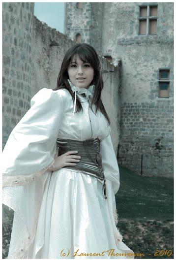 Vous êtes séduite par une robe de mariée unique, dessinée juste pour vous ? Je vous invite à me contacter  page contact Andralys !
