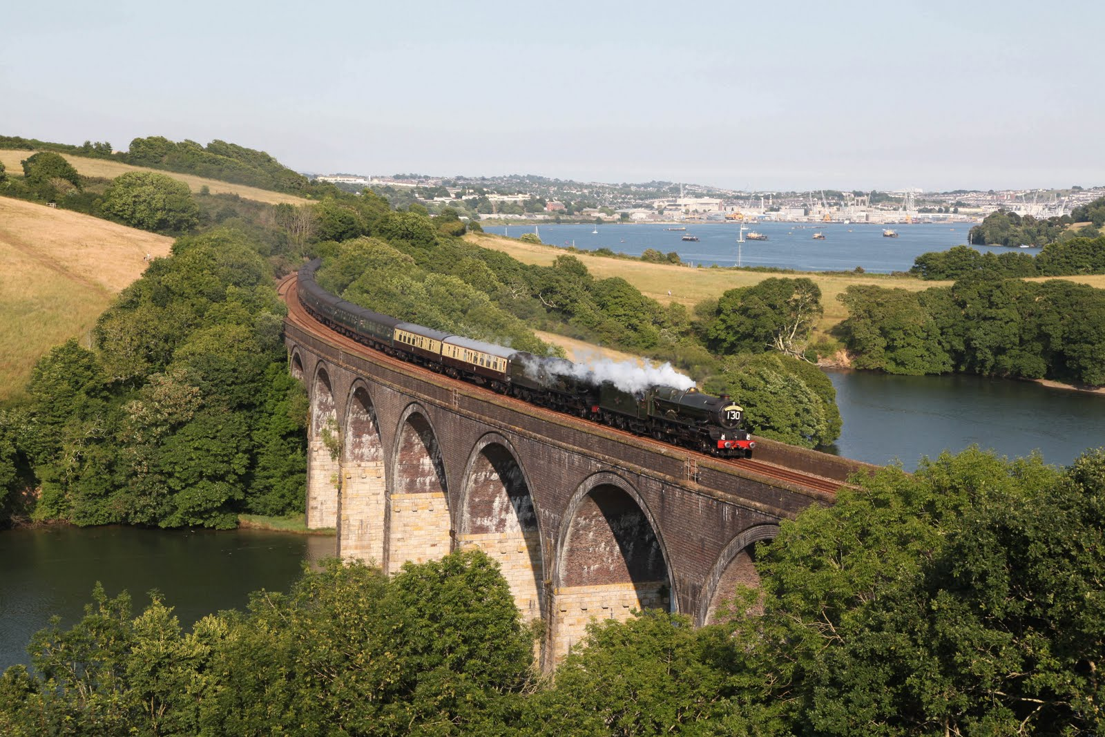 http://1.bp.blogspot.com/_0y9fxTUPzEo/TCy6w3yv8AI/AAAAAAAANUU/zYbI0Z1mHjI/s1600/Cornish+Riviera+Steam+Train+Forder+Viaduct+Saltash+by+Bernard+Mills.JPG