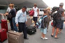 Fuera turistas q´aras/huincas de nuestro territorio!!!