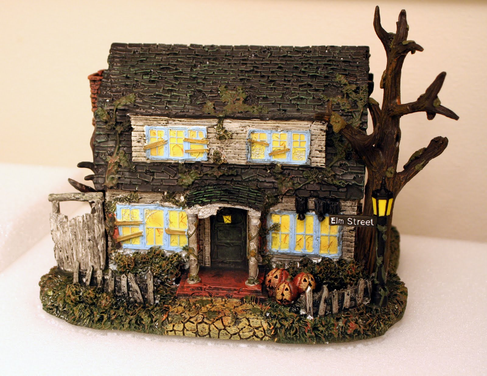dirt cheap decor!: halloween village platform