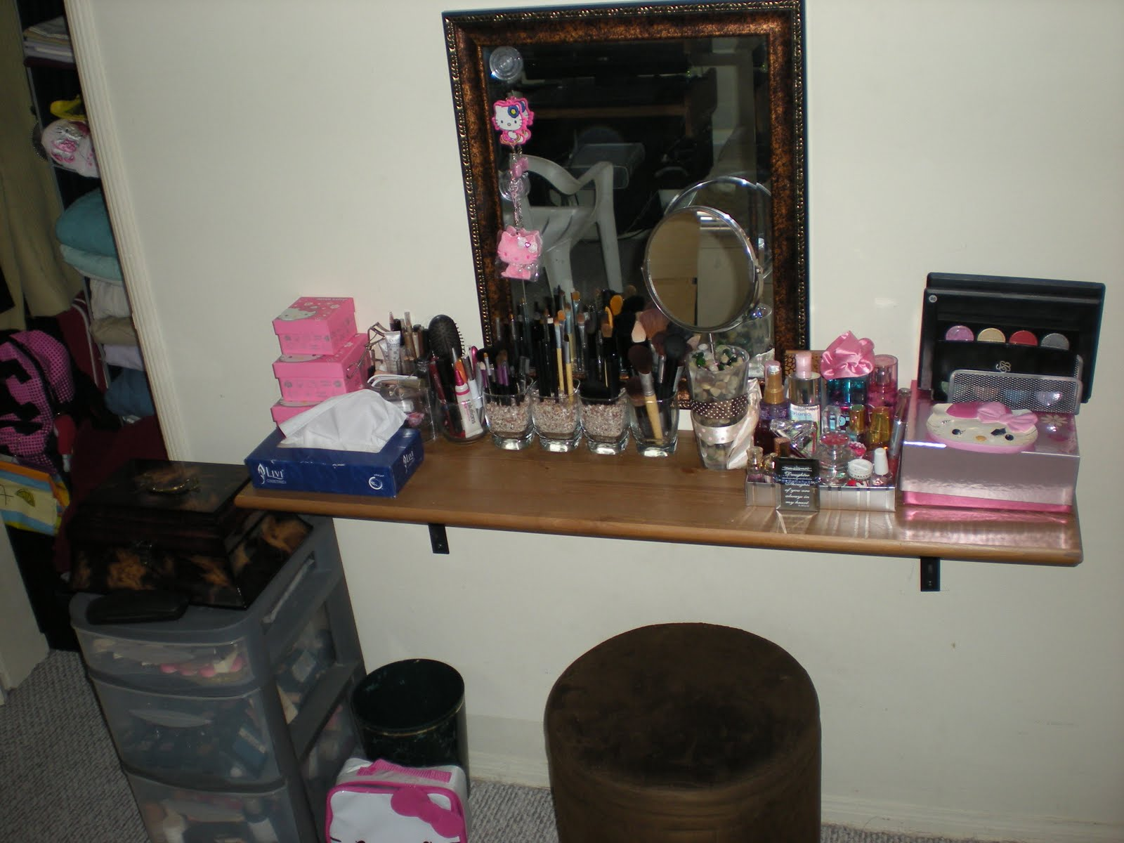 DIY Vanity Tables http://theadorabubble.blogspot.com/2010/06/vanity-make-up-table-diy.html