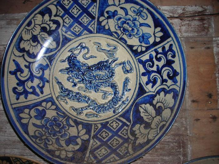 piring antik bergambar naga