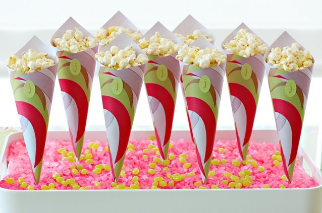 Party tinkers how to paper treat cones display - Como hacer palomitas de maiz ...