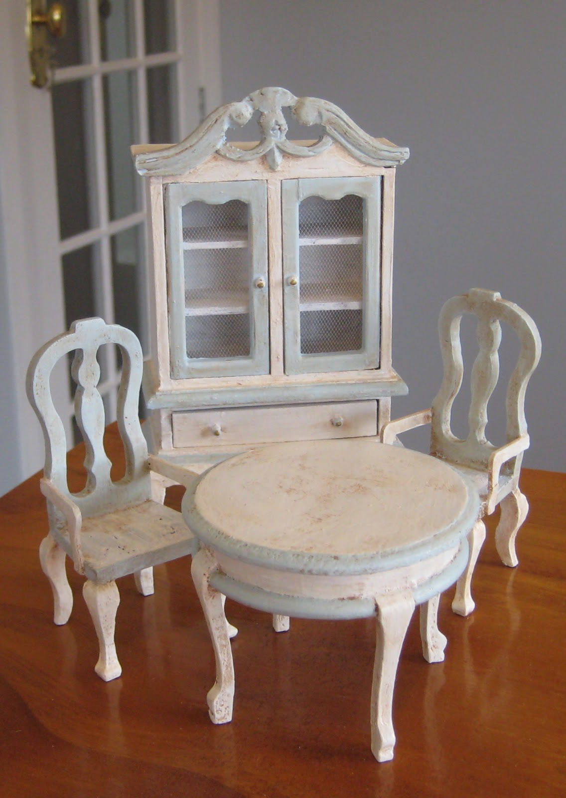 Liberty Biberty: Dollhouse furniture makeovers!