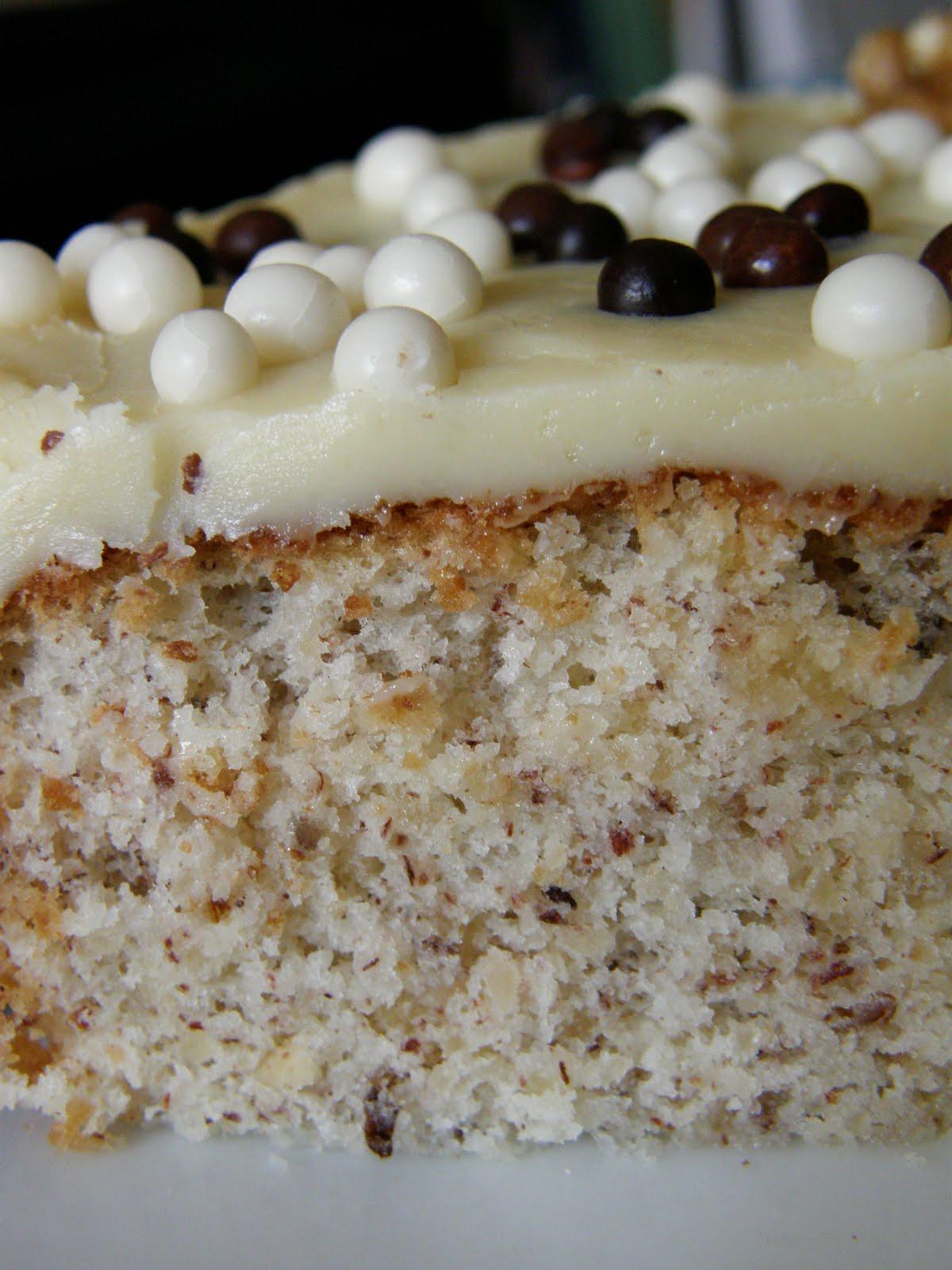 Baño Blanco Para Bizcocho:Amarenas: Bizcocho de avellanas con chocolate blanco