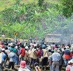 Video. Policias colombianos disparan contra marcha indigena, resultado: 2 muerios.