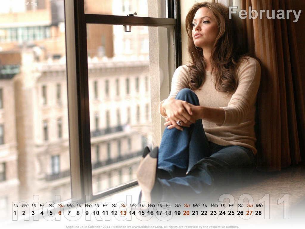 http://1.bp.blogspot.com/_14grgzfQGYA/TRR0yQBcl9I/AAAAAAAACzA/xp9cxWxHf6o/s1600/Angelina+Jolie+calendar+2011+%25282%2529.jpg