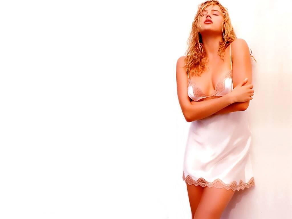 http://1.bp.blogspot.com/_14grgzfQGYA/TRdxurD_4RI/AAAAAAAADQg/dTJo6om69EE/s1600/Estella+Warren+%252811%2529.jpg