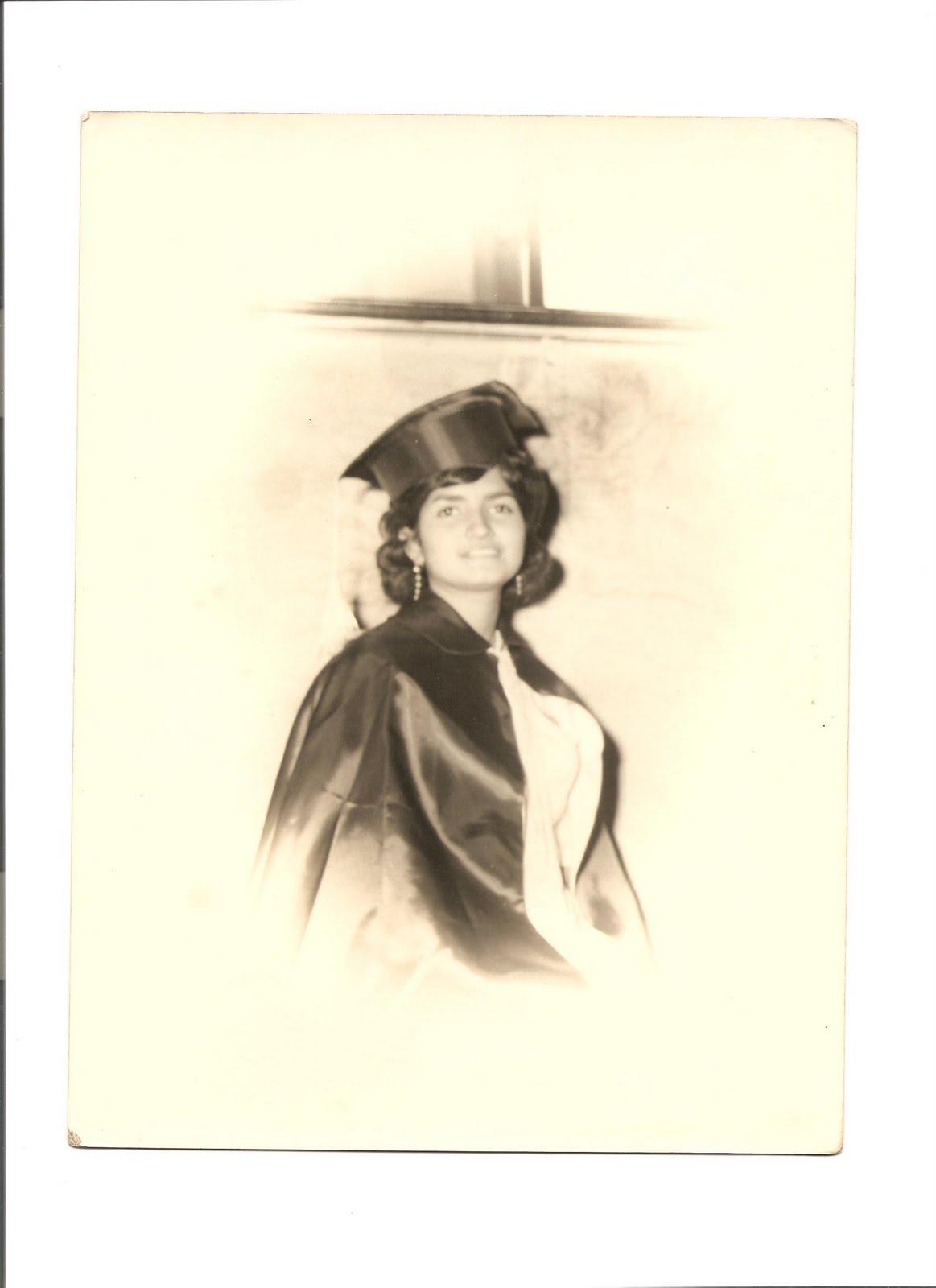 http://1.bp.blogspot.com/_14xGDVykK6Q/TClA_1ge15I/AAAAAAAAAKs/8heSo8dvmro/s1600/Nena+On+Graduation+day.jpg
