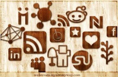 Glossy Waved Wood Social icons