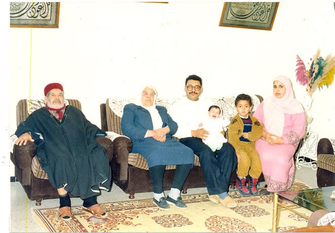 Naoufel Sassi avec ses parents, son épouse et deux de ses enfants
