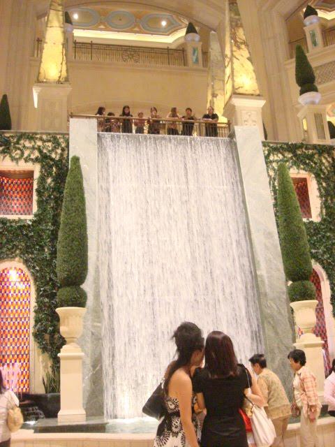 las vegas strip hotels map 2011. las vegas strip map 2011.