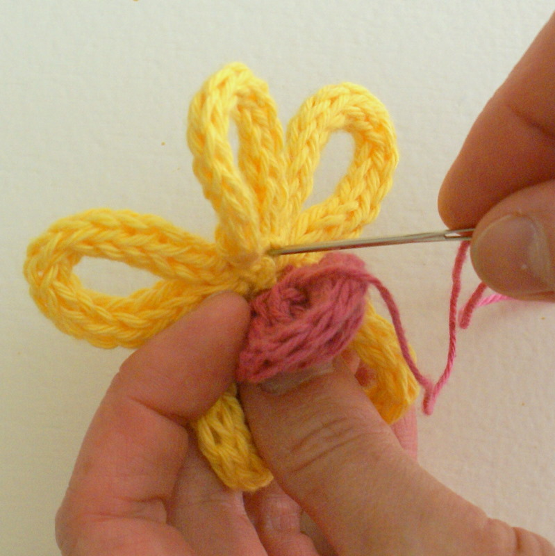 French Knitting Flowers : Artmind how to make a spoolknitted flower