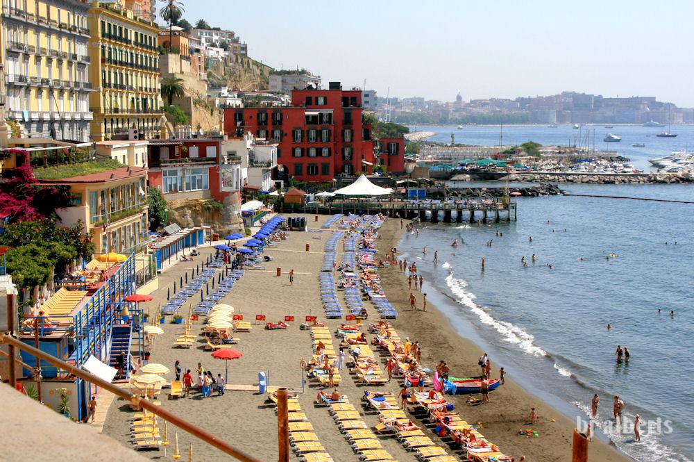 Saturday stroll to summers past napoli unplugged - Bagno elena posillipo napoli ...