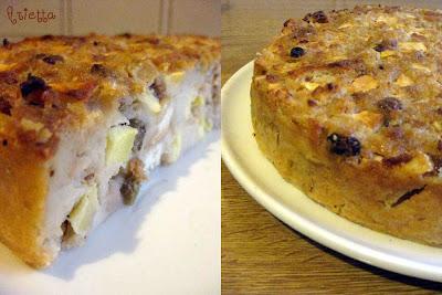 Torta di pane con mele, uvetta e pinoli