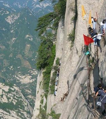 Puncak gunung paling berbahaya di dunia