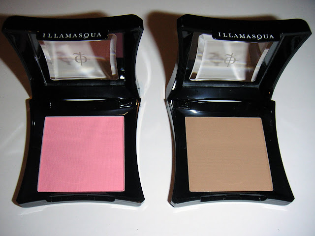 Illamasqua Powder Blusher in Tremble, Spite